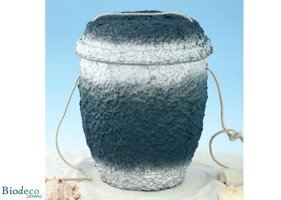 De biologisch afbreekbare zee-urn Marineblauw Zilver geproduceerd van cellulose, met touw op het zand