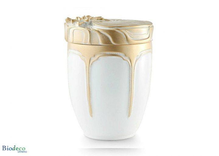 De biologisch afbreekbare zee-urn Waterlelies, versiert met goudkleurige waterlelies op het deksel