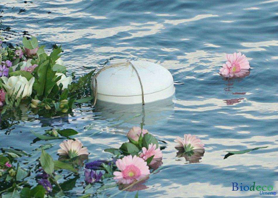 Biologisch afbreekbare zee-urn met afbeelding van een windroos op de deksel, voor asbijzetting