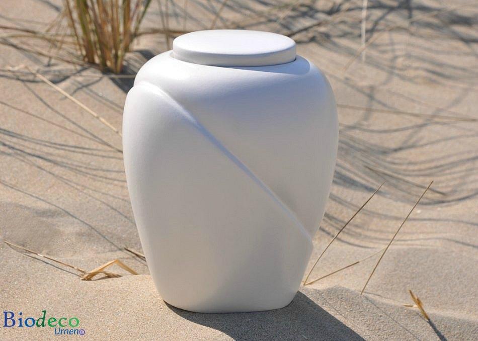 Zee-urn traditional Parel, biologisch afbreekbaar, op het duinzand