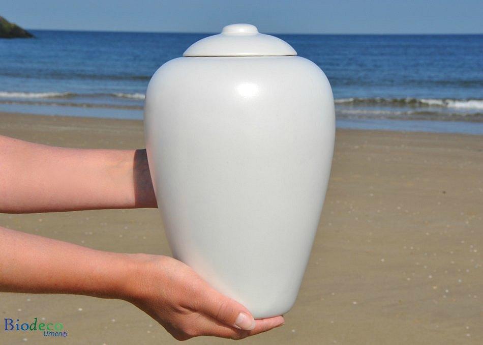 Zee-urn Classic Parel biologisch afbreekbare urn, in handen gedragen, voor de branding van de Noordzee